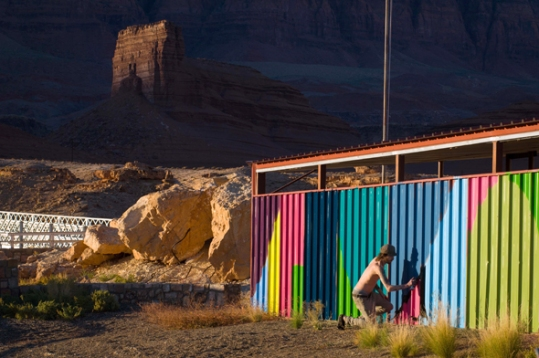 02-painted-desert-spray-painting-house
